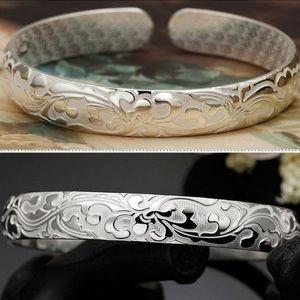 Jewelry - 🎁 Textured Silver Cuff Bracelet